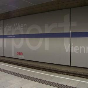 Flughafen Wien, Bahnhof, unbrennbares Digitaldruckgewebe