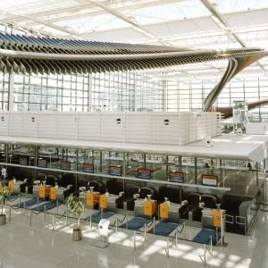 Flughafen München Terminal 2, Licht- und Akustikdecke<br /> Flughafen München Satellit, Licht- und Akustikdecke
