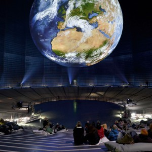 Weltkugel Projektion auf Stottrop-Textil im Gasometer Oberhausen<br /> DLR
